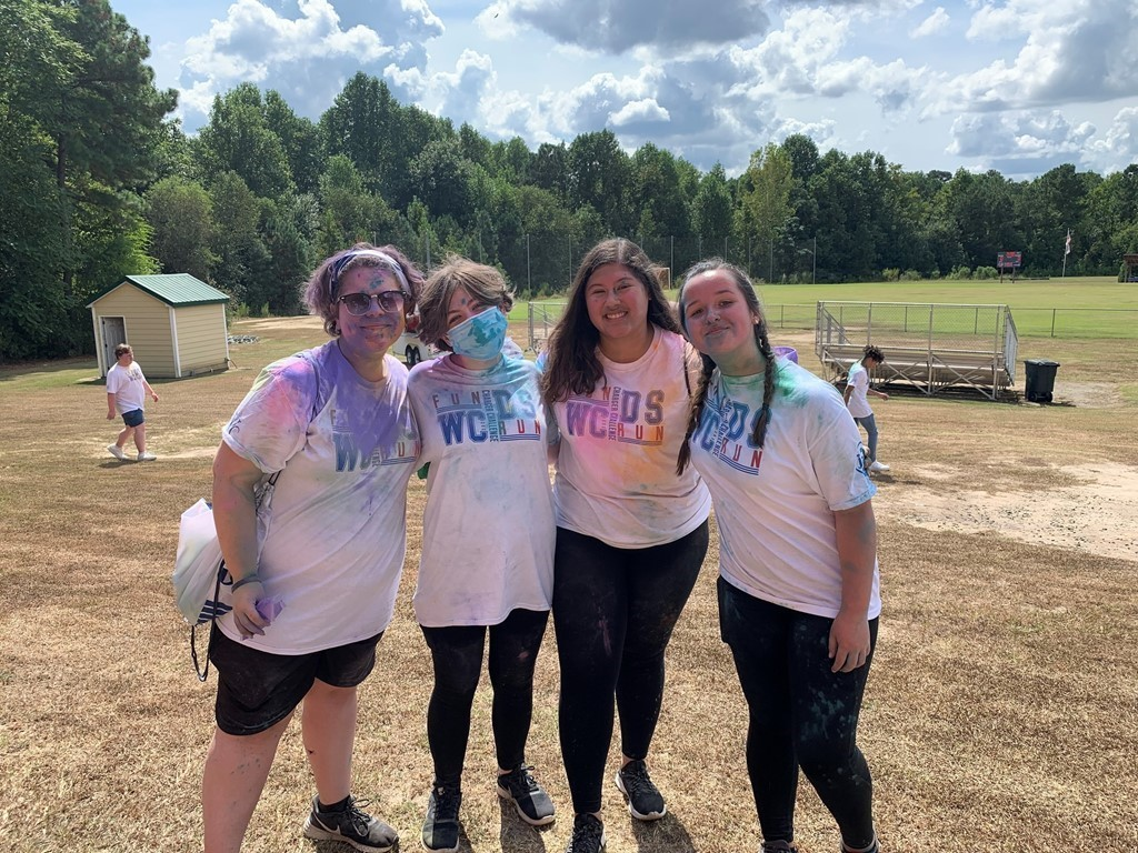 10th graders together after color run